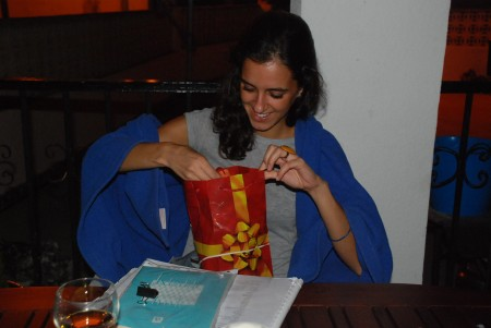 Cristina fekk ein pakke med ting ho hadde gløymt i Norge i mai