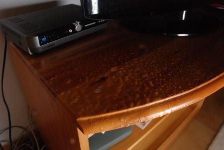 Vatnet la seg fint foran Tv og kabelboksen!