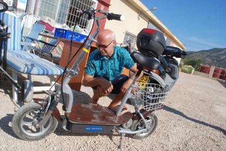 Me vurdera å kjøpe ein liten elektrisk sykkel, men var ikkje sikker på om han ville klara bakkane opp til skule. Men kjekk var han