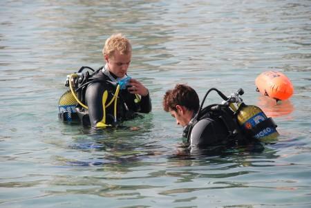 3 minutt med instruksjon og så var det under vatnet