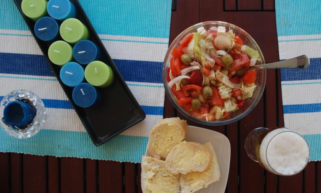 Ein typisk lunch når eg arbeider heime. Mykje gode og billege varer til god mat