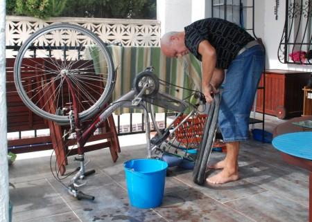 Kvardagen har mange praktiske utfordringar for ein husfar!