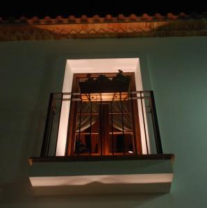 Fin belysning frå gamal vindu