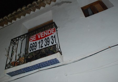 I gamle Altea kan ein og finne mange hus til salgs.