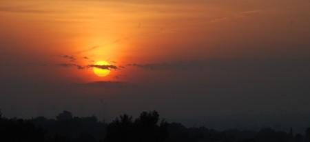 Og slik er solnedgangen frå takterassen i kveld! Ein flott dag nærmar seg slutten!