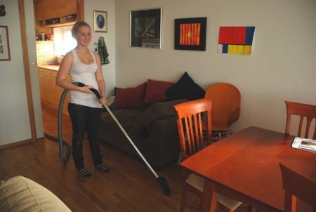 Åsne tek eit tak for trivelsen i huset!