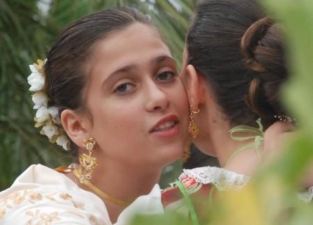Spanske kvinner pyntar seg mykje til fest!