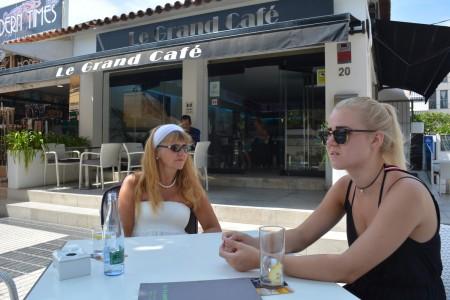 Cafeliv på boulevard Albir